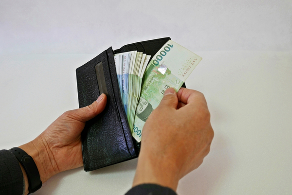 How Much Cash You Should Bring in Your Walley?